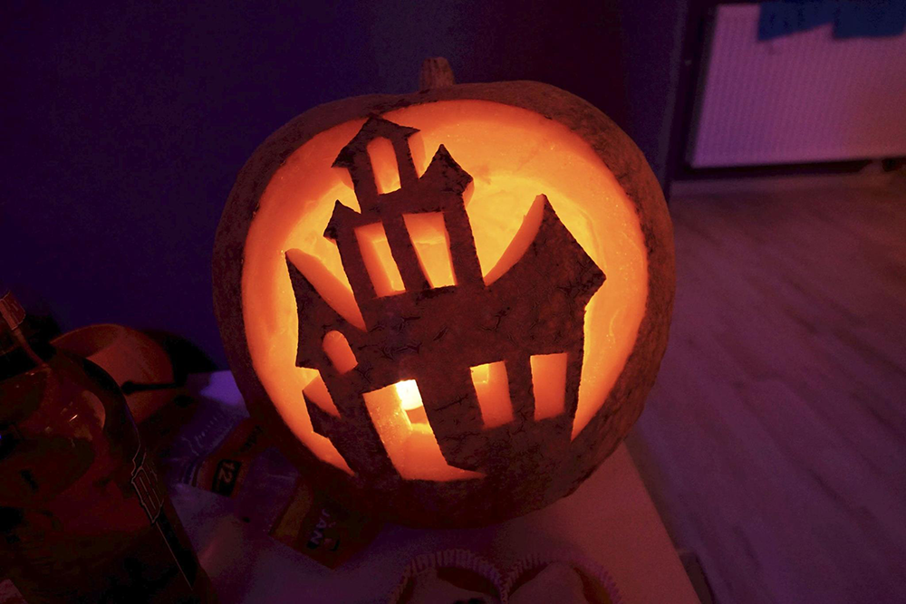 Dynia Halloween i taniec na rurze